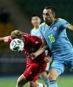 Экс-игрок сборной Казахстана заступился за Суюмбаева после привоза в матче Лиги наций