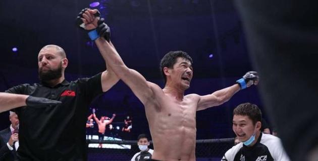 Казахстанский боец Шарипов победил россиянина на турнире ACA 111
