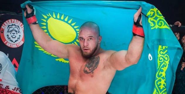 Казахстанский боец Резников выиграл со-главный бой на турнире ACA 111