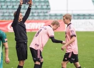 В Эстонии футболиста заменили на 13-й секунде матча