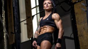 """""""Немногие могут делать так, как я"""". Казахстанская гимнастка и мастер кроссфита показала тренировку и дала советы"""