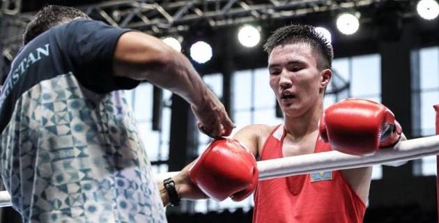 Финалист юношеской Олимпиады из Казахстана нокаутировал в первом раунде узбека с 22 победами