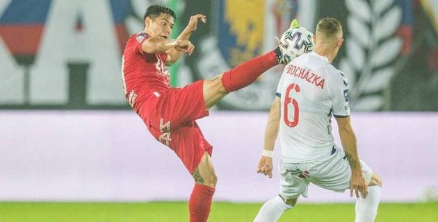 Футболист сборной Казахстана высказался о своем здоровье и вынужденной замене