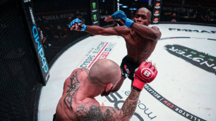 Боец MMA нокаутировал соперника ударом коленом в прыжке