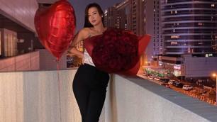 Покорила Куата Хамитова, набрала миллион в Instagram и срывала трансляции. Сабина Алтынбекова отмечает день рождения