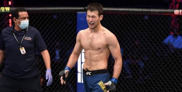 ESPN восхитился казахстанцем Рахмоновым после досрочной победы в дебютном бою в UFC
