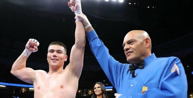 Обидчик Алимханулы из Узбекистана выиграл нокаутом пятый бой