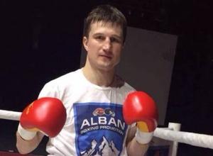 Казахстанский боксер был нокаутирован за 30 секунд до окончания боя