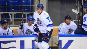 Хоккеист потерял сознание на льду во время матча чемпионата Казахстана