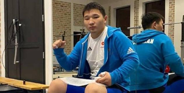 Казахстанец стал победителем Кубка мира по тяжелой атлетике среди юношей