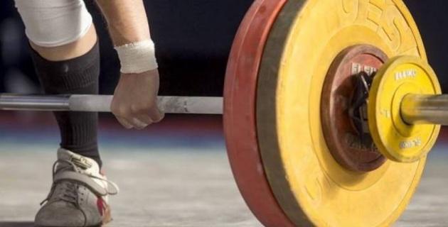 """Казахстан завоевал третье """"золото"""" на Кубке мира по тяжелой атлетике среди юношей"""