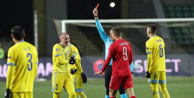 Куат получил красную и подставил сборную. До этого были удаления в Лиге Европы, а началось все в 19 лет