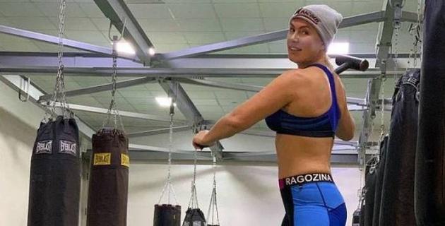 Чемпионка мира по боксу устроила скандал на борту самолета