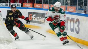 Хоккеист сборной Казахстана промазал по пустым воротам и в гневе сломал клюшку о перекладину
