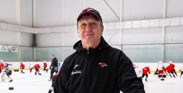 В России хоккейный тренер напал на судью во время матча