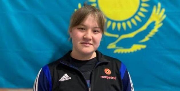 Уваров  и Кузганбаева  стали чемпионами Казахстана по тяжелой атлетике