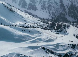 """""""Шымбулак"""" открыл новый сезон. Сколько стоит покататься на лыжах и сноуборде"""