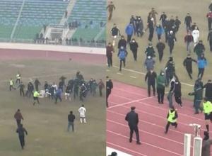 С двух ног в прыжке. Футболисты и фанаты избили судей на поле в Узбекистане