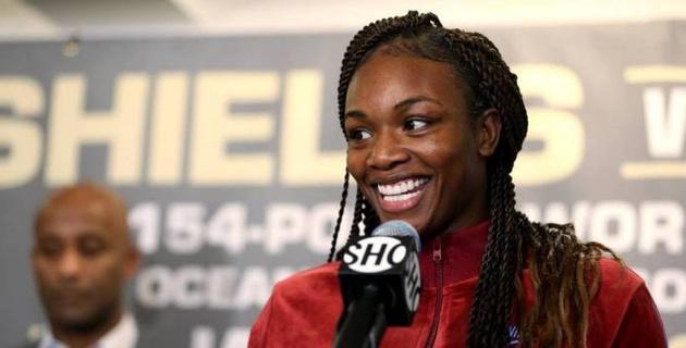 Чемпионка мира по боксу в трех весах подписала контракт с ММА-промоушеном
