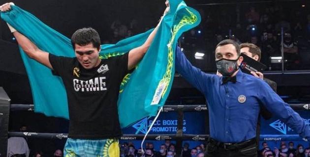 Видео полного боя. Как непобежденный казахстанец выиграл 14-й поединок в профи