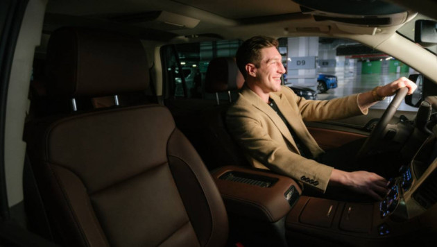 Даррен Диц впервые сел за руль в Казахстане