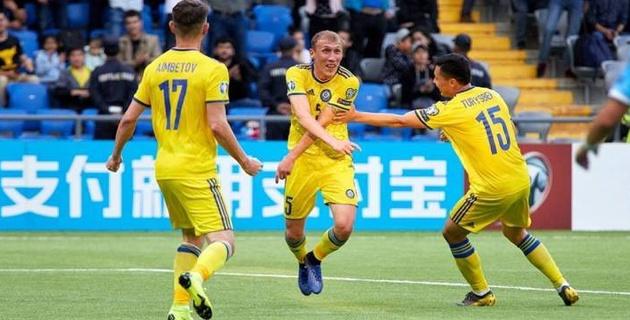 """Футболисты сборной Казахстана получили больше 100 желтых карточек за пять лет. У самого грубого аж 15 """"горчичников"""""""