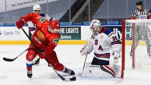 Вратарь сборной США совершил чудовищный ляп в матче с Россией на молодежном ЧМ по хоккею