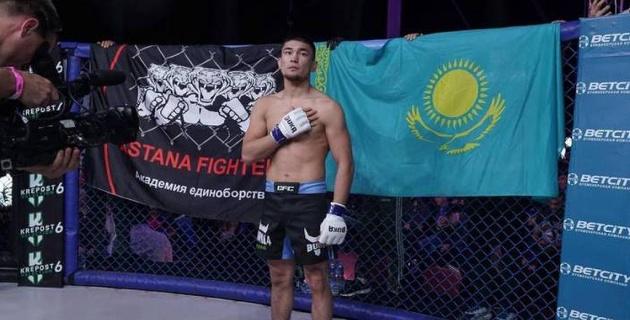 Казахстанский боец подписал контракт с промоушеном Хабиба
