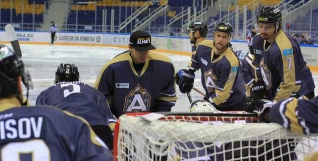 Казахстанский хоккейный клуб уволил главного тренера и назначил нового