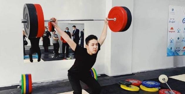 В Экибастузе открылся обновленный зал тяжелой атлетики