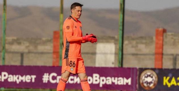 Вратарь сборной Казахстана собрался покинуть пятую команду КПЛ