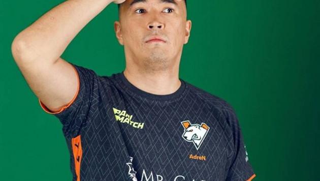 Самый известный киберспортсмен Казахстана официально представлен новой команде