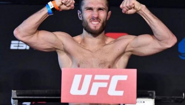 Прямая трансляция дебютного боя в UFC казахстанца Сергея Морозова против брата Хабиба