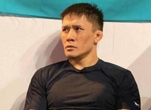 Жалгас Жумагулов и Амир Альбази провели дуэль взглядов перед турниром UFC 257