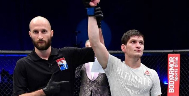 Небитый боец казахстанского менеджера выиграл очередной бой в UFC
