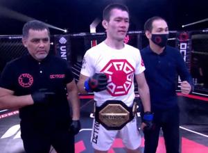 Чемпионство казахстанца Куанышбаева и видео самых ярких нокаутов вечера на турнире Octagon League
