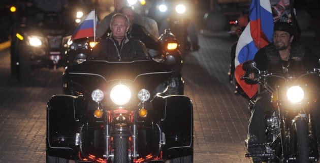 Владимир Путин нарушил ПДД во время байк-фестиваля