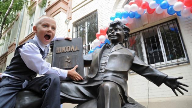 В Ростове-на-Дону установлен памятник первокласснику