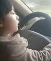 ВИДЕО: Четырехлетняя китаянка научилась водить машину