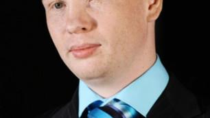 Боксер Тищенко выставил на аукцион подаренный Медведевым BMW X5