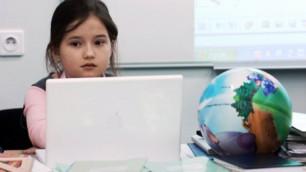 Казахстанским школьникам выдали электронные дневники