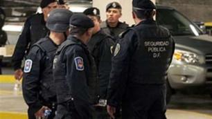 Мексиканские полицейские обнаружили в грузовиках 35 трупов