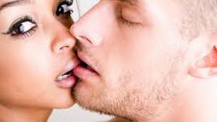 Итальянцы обошли французов в мастерстве поцелуев
