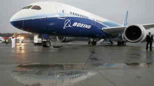 """Первый """"лайнер мечты"""" от Boeing приземлился в Японии"""