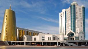 Парламент Казахстана запретил намаз в госучреждениях