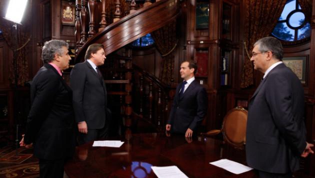Медведев отчитался перед обществом