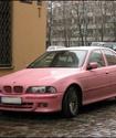 Новгородские маляры покрасили в розовый мешавший работе BMW