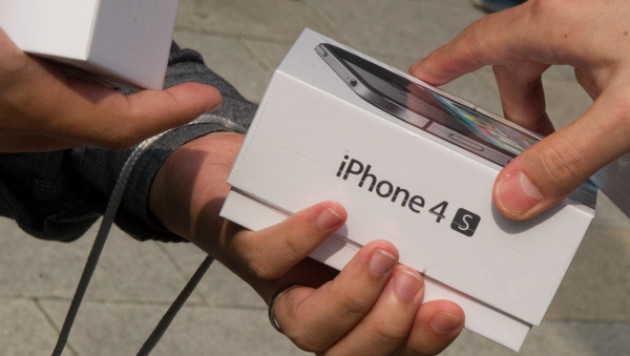 Американцы разобрали все бесплатные iPhone3