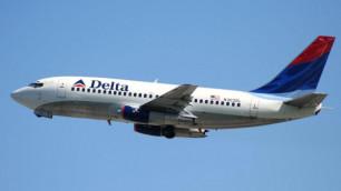 Американец попытался покинуть самолет во время полета