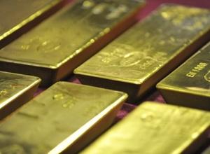 Золото подорожало на падении доллара